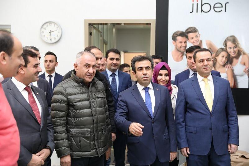 Vali Güzeloğlu Başkanlığında Tekstil OSB'deki Gelişmeler Ele Alındı